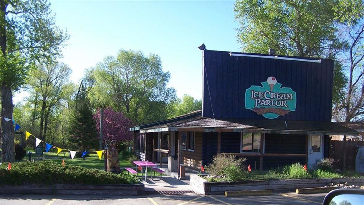 Creekside Ice Cream Parlor & Mini Golf