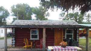 Lil' Cabin On The Wind - One bedroom fully furnished recently renovated cabin