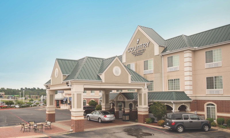 Country Inn & Suites Front Photo.jpg
