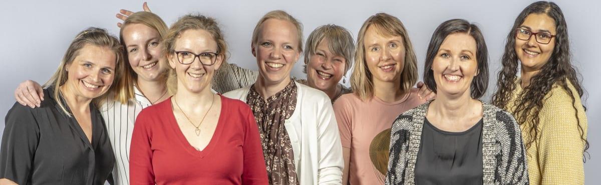 8 kvinner