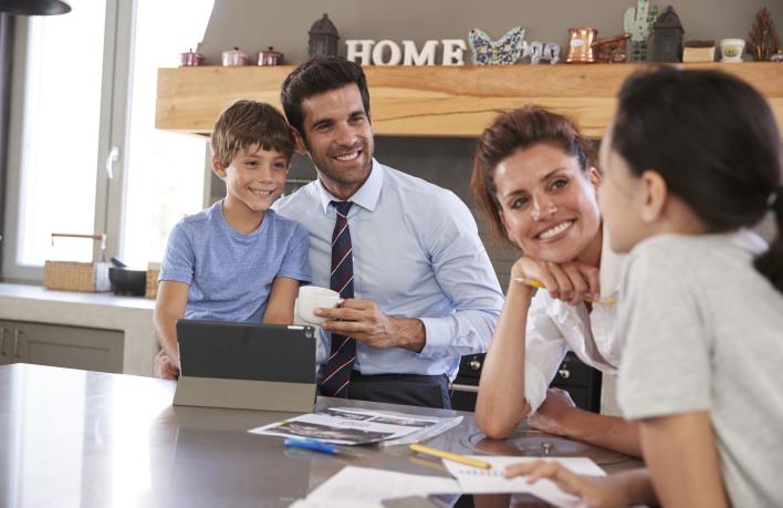 parents-helping-children-with-homework-before-P67M4KX_Crop
