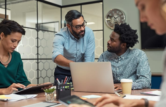 business-people-working-in-a-meeting-room-8ZGNS3T_Crop