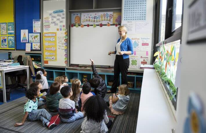 kindergarten-students-sitting-on-the-floor
