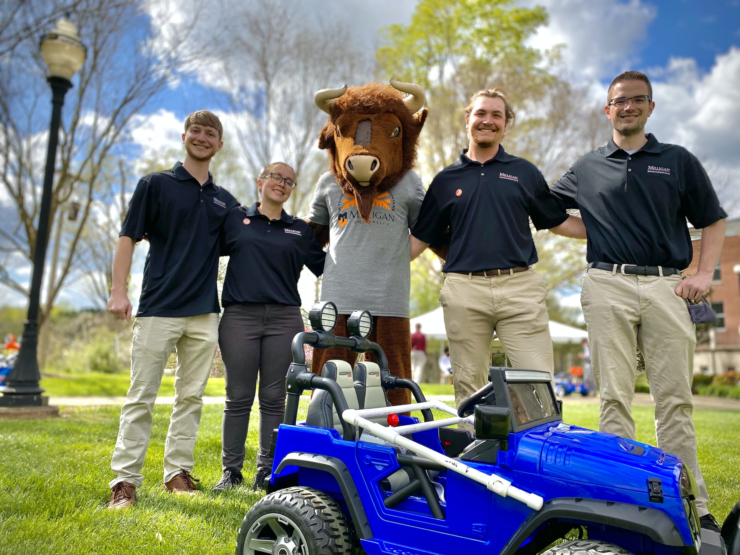 4 engineering students pose with Brutus the Buffalo