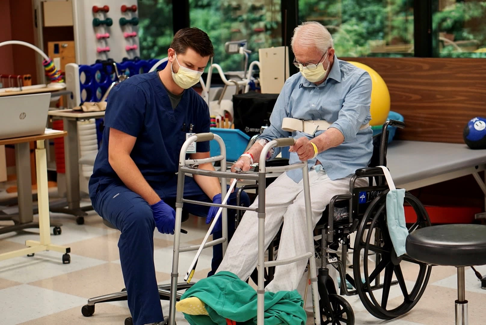 occupational therapy grad working with geriatric patient