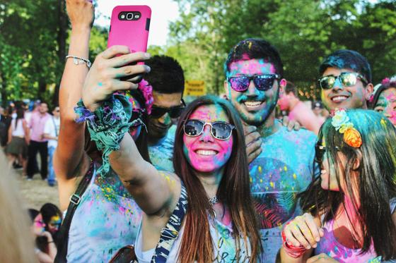millennials-posing-for-selfie