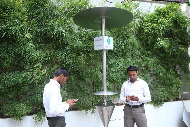 Solar Mobile Charging Station