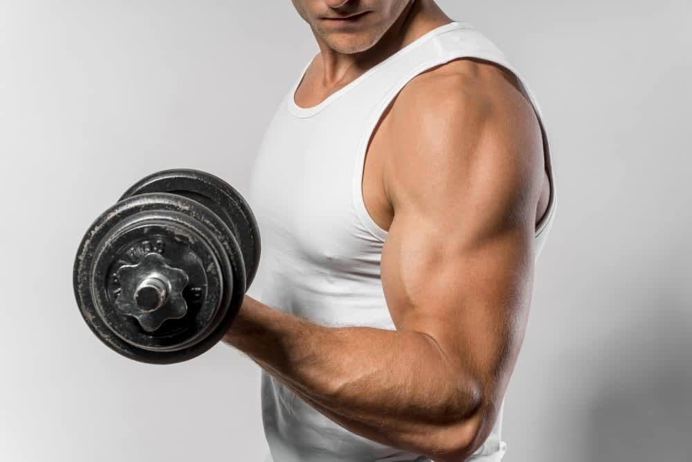 Read more about the article 3 exercícios para aumentar os bíceps de forma mais eficiente