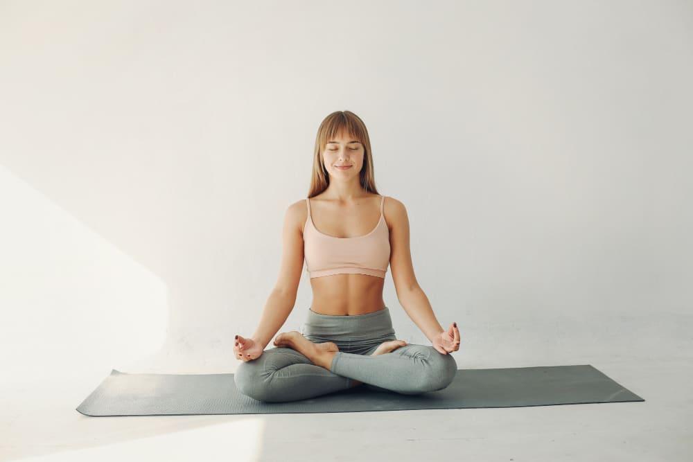 praticar ioga ou meditação ajuda a aumentar a longevidade
