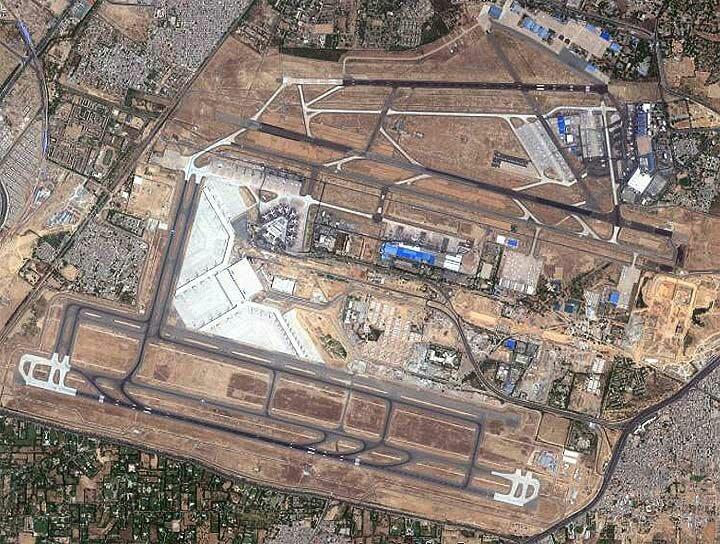 """Interrumpen operaciones dos veces en Nueva Delhi por """"objetos como drones"""""""
