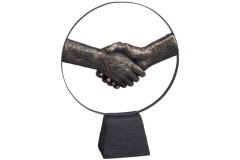פסל אמנות יוקרתי למשרד - יד לוחצת יד