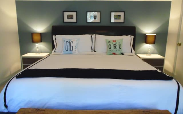 King size bed for queens!