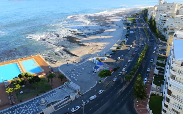 Beachfront Double Room in Trendy Sea Point, Stunning Views