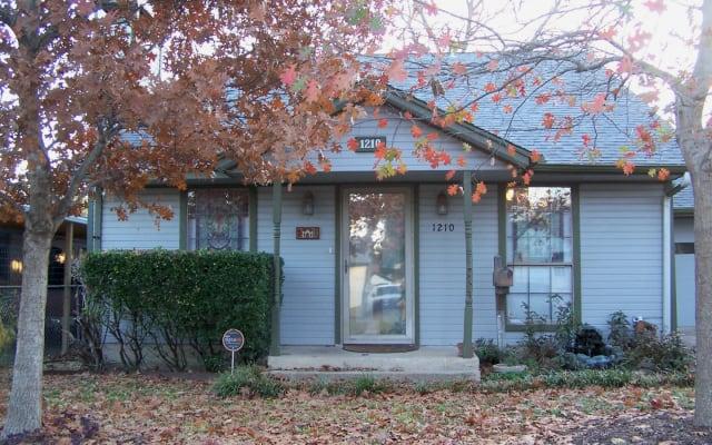 Oak Cliff Cottage