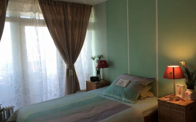 chambre avec belle vue, centrale et confortable