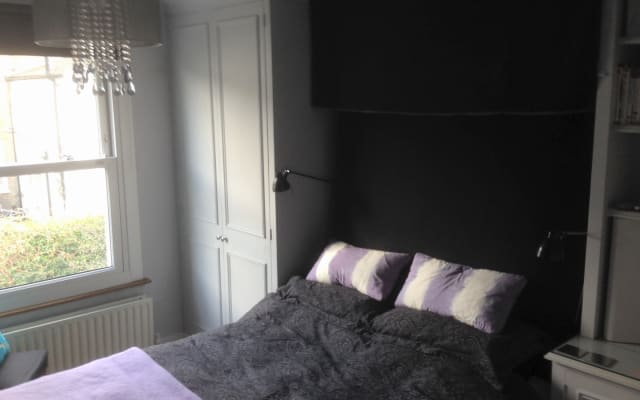 Double Room, shared bath in Chiswick (W4)