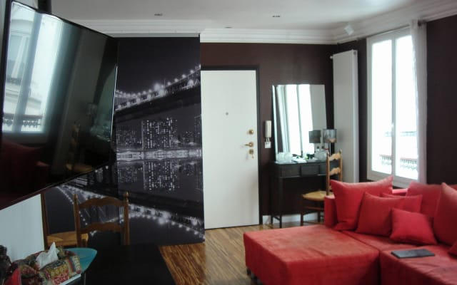 Private room in central Paris
