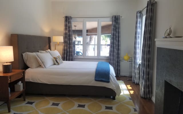 Beautiful guest suite in spacious town home - Central to West...