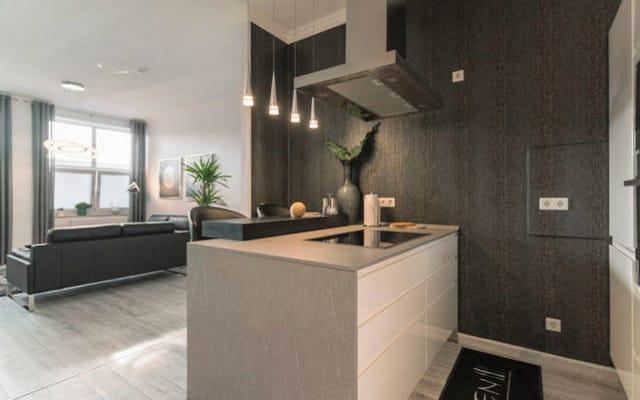 Quarto (12m ²) em apartamento moderno, acesso Wi-Fi