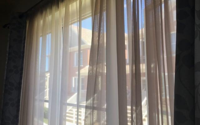 1 habitación en un apartamento soleado con estacionamiento gratuito