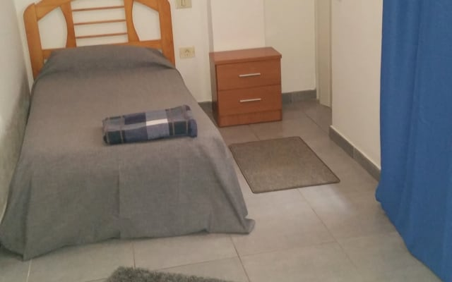 Private room IN THE CENTER OF VECINDARIO GOOD CONNECTIONS AIRPORT AND...