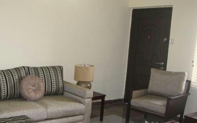 Lussuoso appartamento con 2 e 3 camere da letto completamente servito.