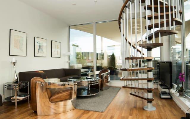 Zimmer mit Balkon in einer schönen Wohnung