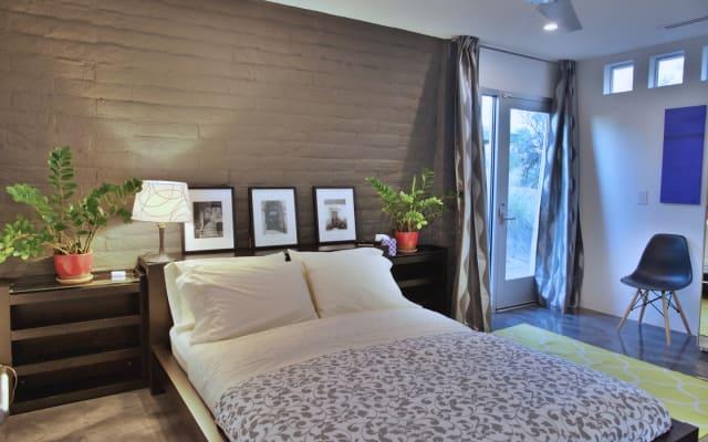 Luxury suite in resort setting (breakfast included)