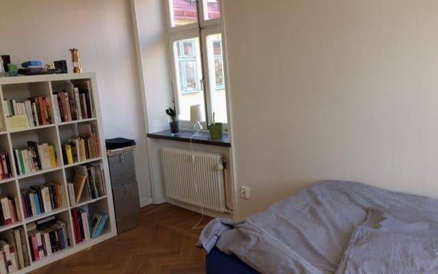 Lugar tranquilo e acolhedor na cidade velha de Estocolmo