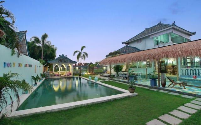Privates Gästezimmer mit eigenem Bad, Pool und freundlichem Gastgeber...