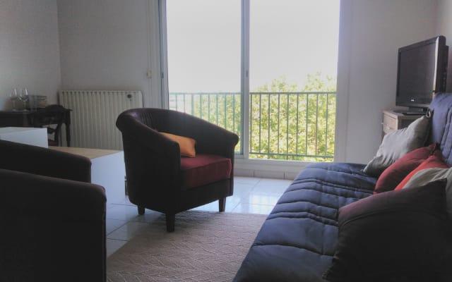 Apartamento totalmente equipado con balcon y parquing privado