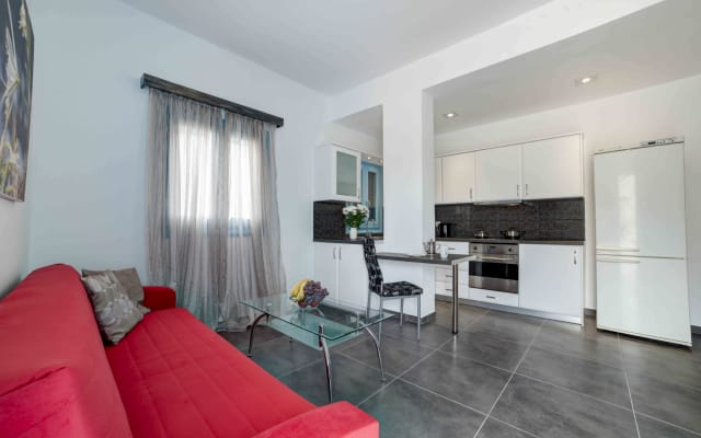 Adelphi Apartment 3, One Bedroom Apartment, Perissa, Santorini