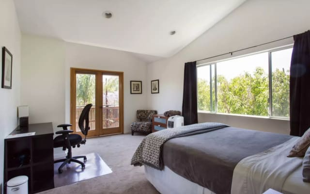 Silver Lake room in the sky, views, coolest gay area in Los Angles!