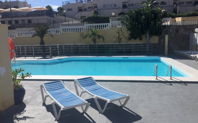 By pool close to Amadores Beach