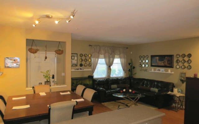 420 & Pet Friendly House w/4 bedrooms 3 floors (bathroom on each flr)