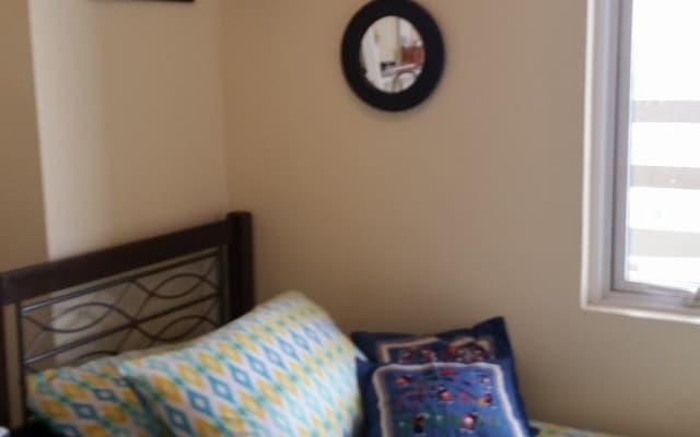 Chambre confortable et privée pour un voyage en solo ou professionnel