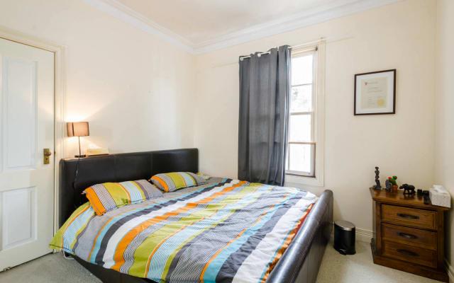 Chambre King · Chambre privée avec lit king et salle de bain privée