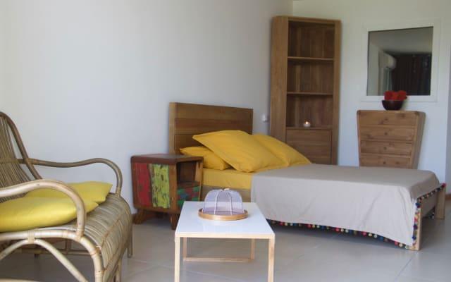 Joli studio - rénové à neuf et meublé - vue sur mer et accès direct