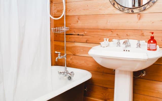 Quarto na cave - entrada privada e casa de banho privativa