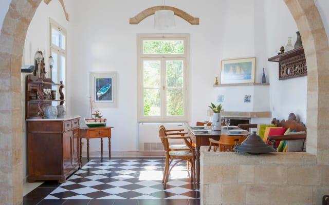 Villa Pyrgo-Stylish old House, with Swimming Pool