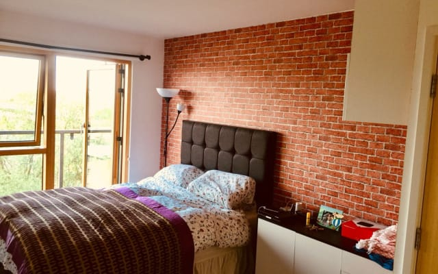 2 bedrooms stylish flat near Train Station