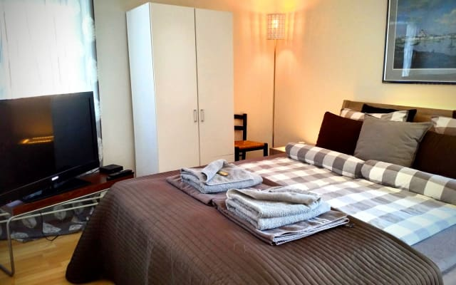 Private bedroom, 20 mins from Airport and Helsinki city center