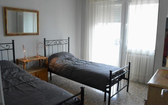 Habitación doble con gran balcón del ferrocarril de Venecia Mestre