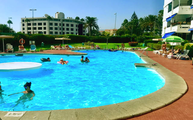 Apartment Residence IGUAZU with swimming pools (100 m from Yumbo)
