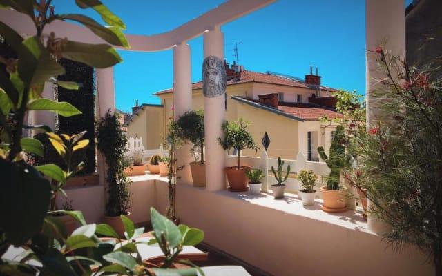 Zimmer mit Terrasse in Nizza, 5 Minuten vom Strand entfernt