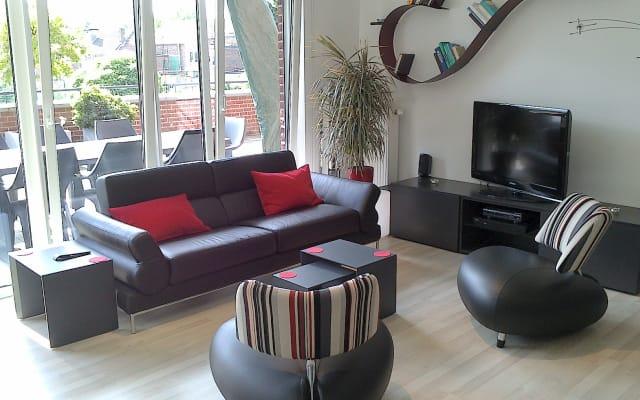 Zimmer in sehr heller moderner Wohnung