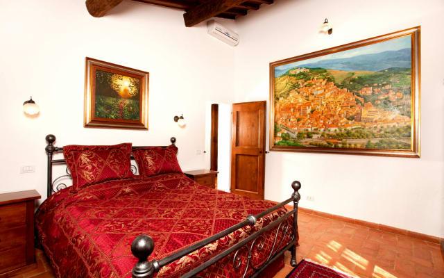 Tuscan authentic villa La Mucchia suite 6 ''Orchidea''