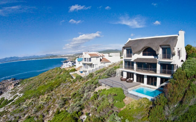 Sleeps 8, Direct Ocean front Luxury Escape --  Whale Huys, Wifi Pool