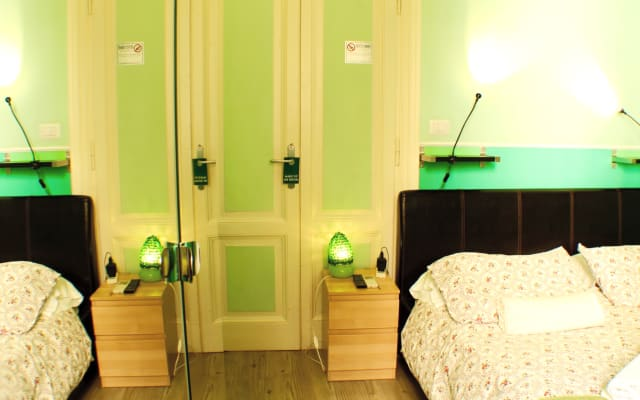 Green room Trastevere area stay with a local