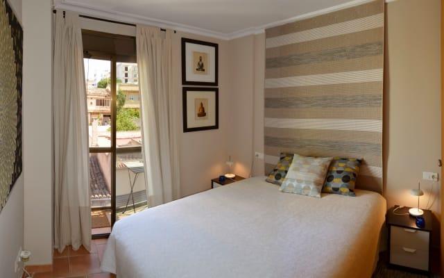 Chambre double confortable avec salle de bain privée et terrasse près
